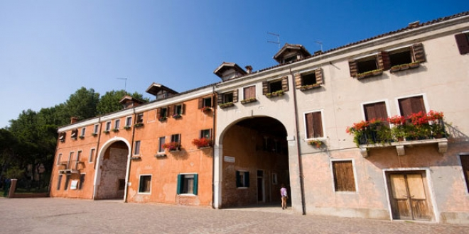 Double Arch Apartments. Address: Riva dei Sette Martiri, 30122 Castello, Venice.